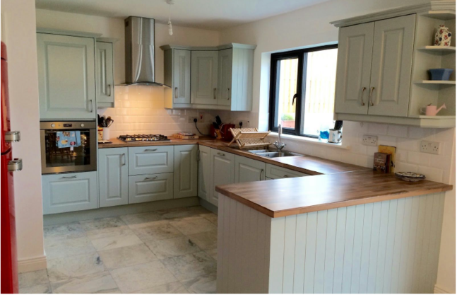 Gredorwood recent fitted kitchen